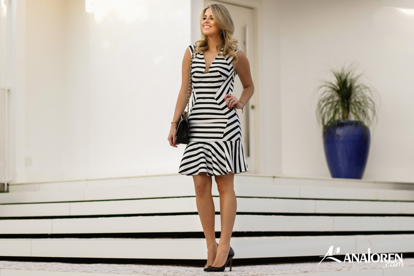 Marina Casemiro,vestido, stripes, analoren, look, decote nas costas, babado, bolsa chanel-1