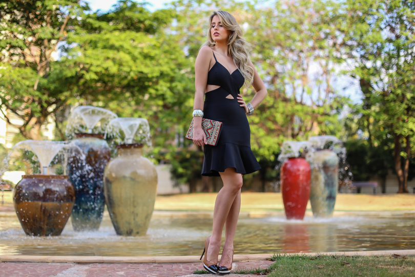 Marina Casemiro, look da noite, vestido, recortes, decote, preto, clutch bordada, babados, analoren, ecommerce, fashion blogger, black friday, save the date -1