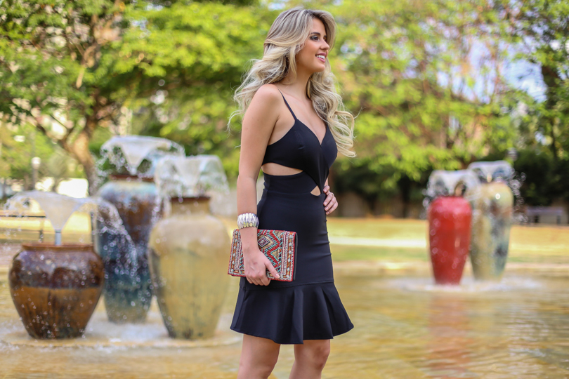 Marina Casemiro, look da noite, vestido, recortes, decote, preto, clutch bordada, babados, analoren, ecommerce, fashion blogger, black friday, save the date -10