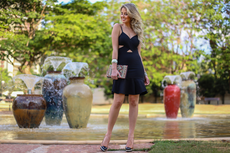 Marina Casemiro, look da noite, vestido, recortes, decote, preto, clutch bordada, babados, analoren, ecommerce, fashion blogger, black friday, save the date -11